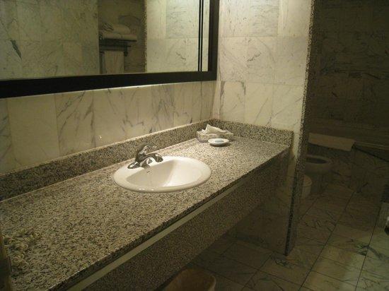 BEST WESTERN PLUS Montreal Downtown-Hotel Europa : Comptoir
