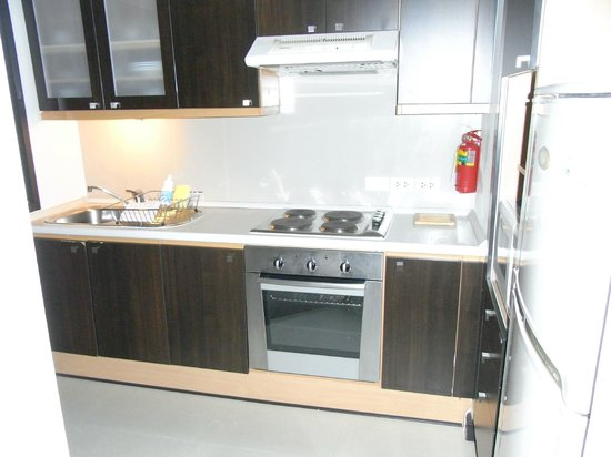 Somerset Park Suanplu: well-equipped kitchen