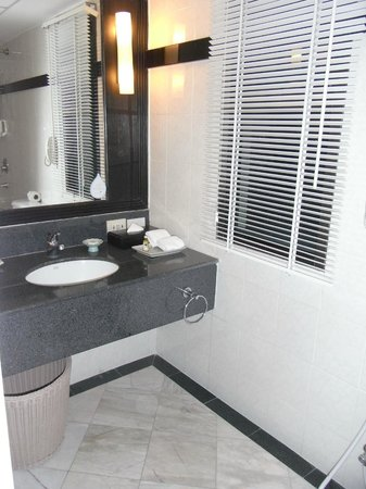 Somerset Park Suanplu: king bedroom vanity