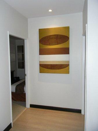 Somerset Park Suanplu: hallway art, twin bedroom door on the left