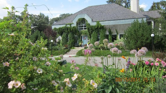 Evergreen Gate Bed and Breakfast: Your private park