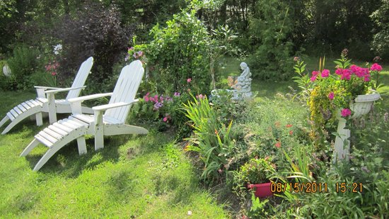 Evergreen Gate Bed and Breakfast: Lean into summer...