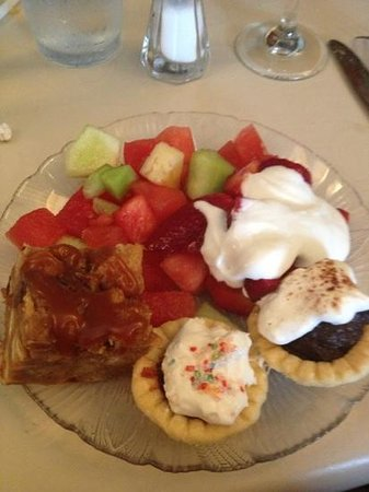 Tapas Downtown: our yummy desserts off of the buffet