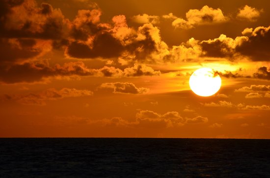 Veligandu Island Resort & Spa: sunset from our water bungalow