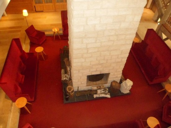 Hotel des Trois Hiboux : Cheminée centrale