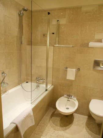 Le Royal Hotels & Resorts - Luxembourg: Salle de bain