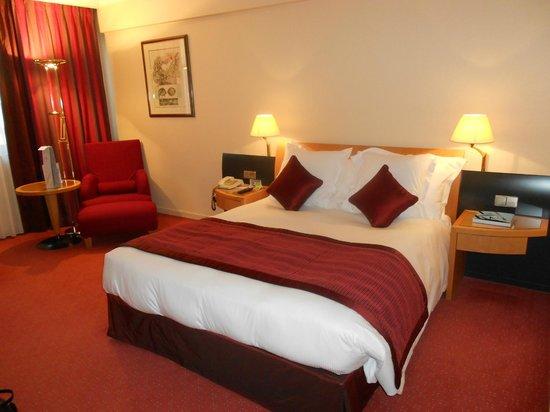 Le Royal Hotels & Resorts - Luxembourg: Chambre au 5ème