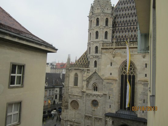 Hotel Am Stephansplatz: View of Church from room 502