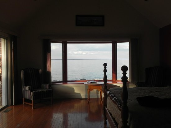 Westmoreland State Park: Awesome Master Bedroom with the greatest view mankind has ever seen! :)