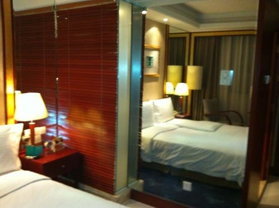 Mercure Xian on Renmin Square: standard room. behind the privacy panel is a glass bathroom wall