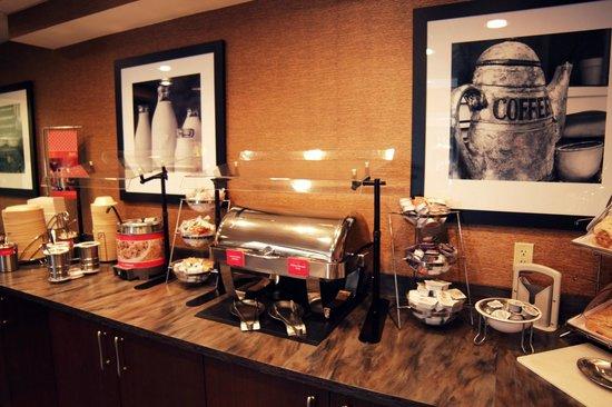 Hampton Inn Charlotte - Uptown: Breakfast Area