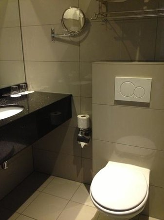 XO Hotels City Centre: wc