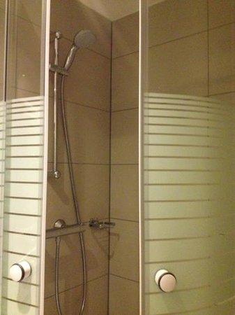 XO Hotels City Centre Amsterdam: nueva ducha