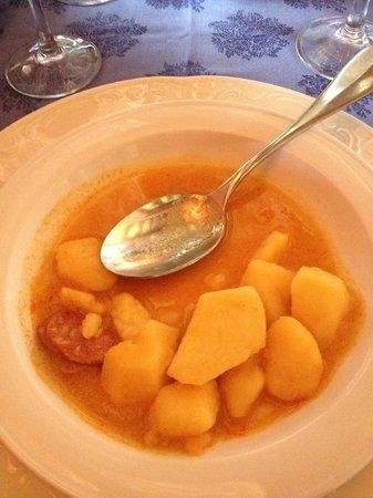 Restaurante Castillo El Collado: Patatas a la riojana