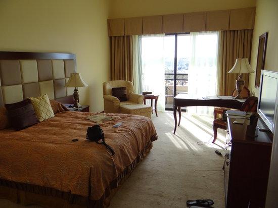 Excelsior Grand Hotel: lit + balcon