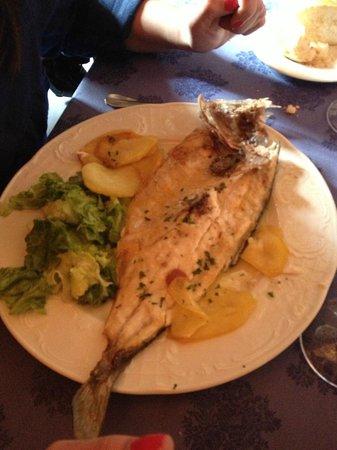 Restaurante Castillo El Collado: Lubina