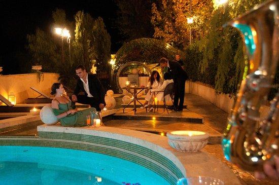 Villa Euchelia: Dopocena in piscina. Open Bar   Sigari..Jazz....Rhum ...Champagne....