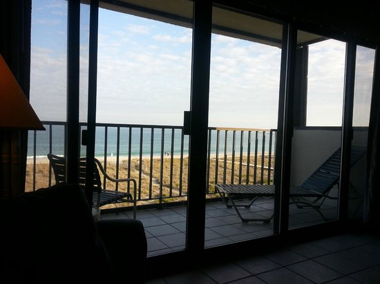 Surf Suites Motel: Looking out the balcony.