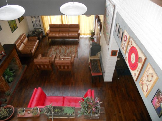 Hostal Casapaxi: Sunken lounge and dining room
