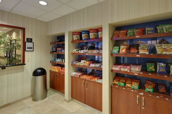 Hampton Inn & Suites Los Angeles/Sherman Oaks: Suite Shop