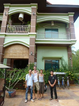 ‪‪Firefly Guesthouse- The Berlin Angkor‬: The Guesthouse with Owners and Staff‬