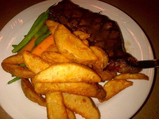 Ivey Spencer Leadership Centre: Incredible food - Steak with vegetables and crispy seasoned potatoe wedges