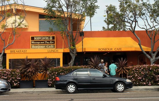 Bonjour Cafe: Free parking available along the street.
