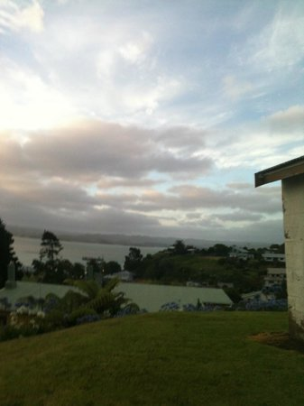 Kawhia Beachside S-Cape Holiday Park: Overlooking harbour on a leisurely walk