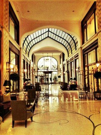 Four Seasons Hotel Gresham Palace: Lobby