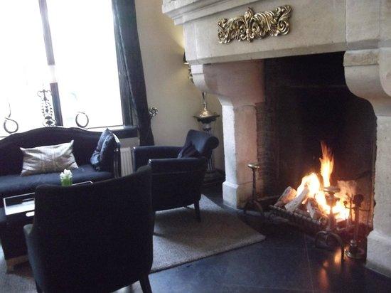 Hotel Sint Nicolaas: Salon avec cheminée
