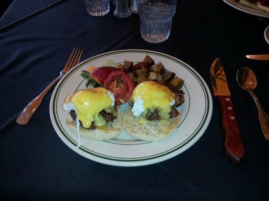 Red Tracton's Restaurant: Filet Mignon Eggs Benedict