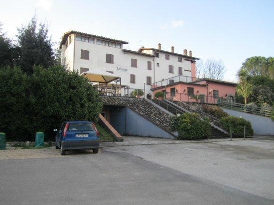 Hotel La Rocca: Vista Hotel dal parcheggio
