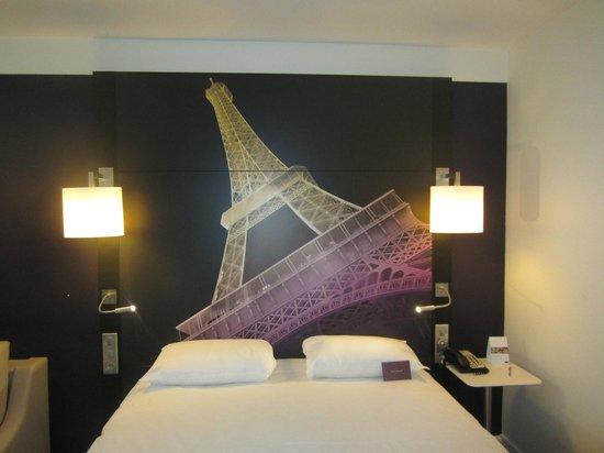 Mercure Paris Centre Eiffel Tower Hotel: Room