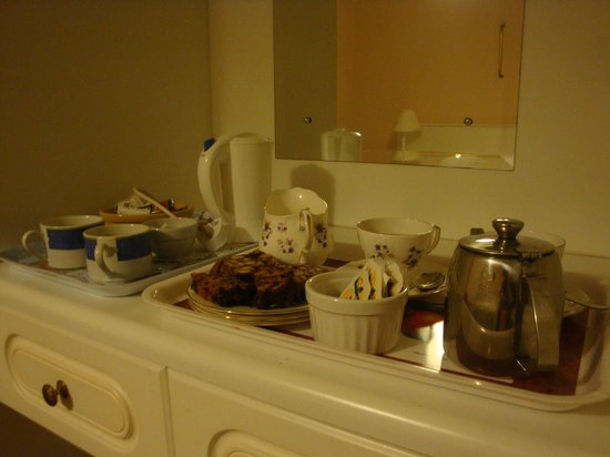The Birches Bed and Breakfast: Tea/Coffe + cakes on arrival