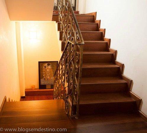 Casa Beludi : escada para quartos