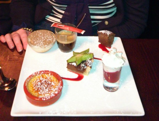 la vache acrobate: Cafe Gourmand dessert