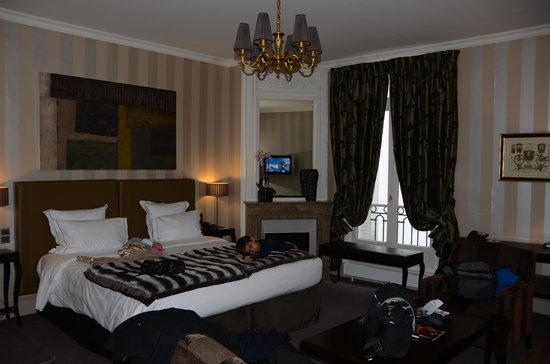 Champs Elysees Plaza Hotel: Room