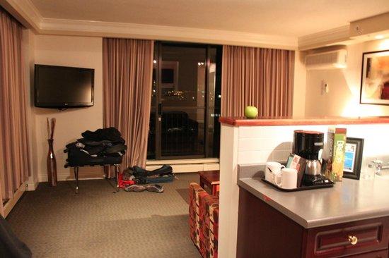 Century Plaza Hotel & Spa : sala / cozinha do apartamento