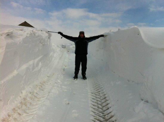 Swiss House B&B: Snow depth at the top of Winnats Pass