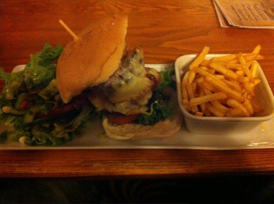 Swiss House B&B: Burger at The Bull Castleton