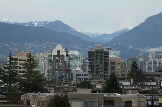 Hycroft Suites: View of downtown Vancouver from the rooftop area (zoomed shot)