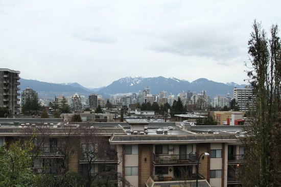 Hycroft Suites: View of downtown Vancouver from the rooftop area.