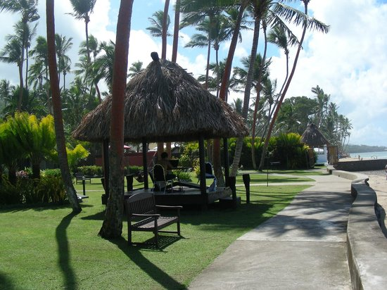 Fiji Hideaway Resort & Spa: Sunlounge outside Ocean view rooms