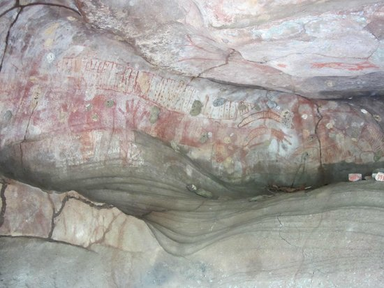 Guurrbi Tours: Rainbow Serpent Cave