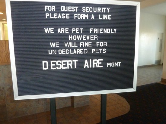 Magnuson Hotel and Suites Alamogordo : Misleading Lobby Sign