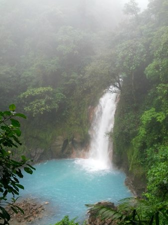 Rio Celeste Hideaway Hotel: Waterfall from Tenorio National Park