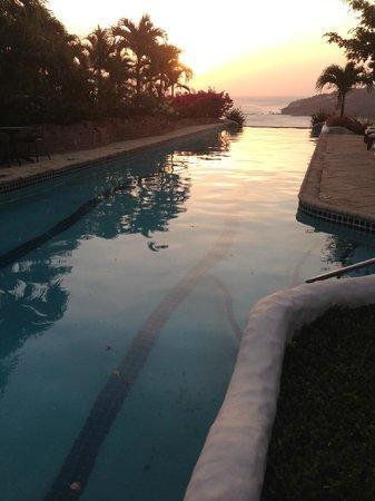 Pelican Eyes Resort & Spa: Top pool