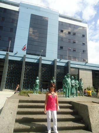 Central Bank (Banco Central) : Las esculturas de la fachada