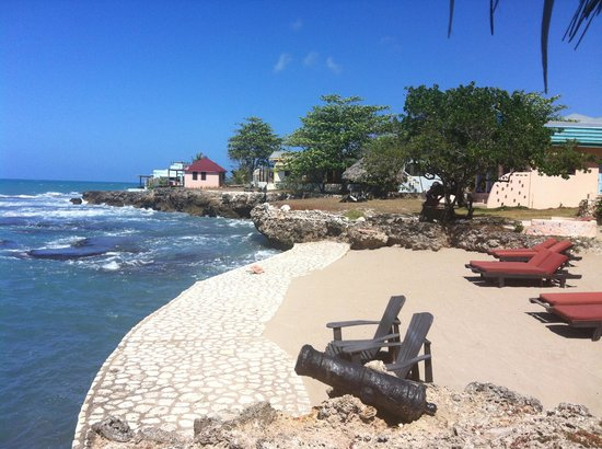 Jakes Hotel, Villas & Spa: View of Jake's Beach Front