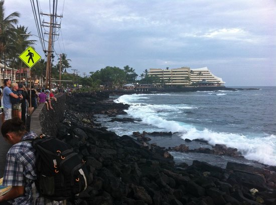 Royal Kona Resort: watching people watch  the sunset with Royal Kona on the horizon